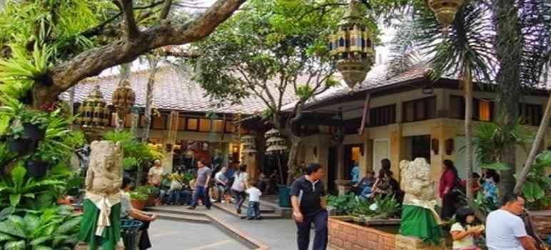 Tempat Wisata di Bandung Rumah Mode Factory Outlet