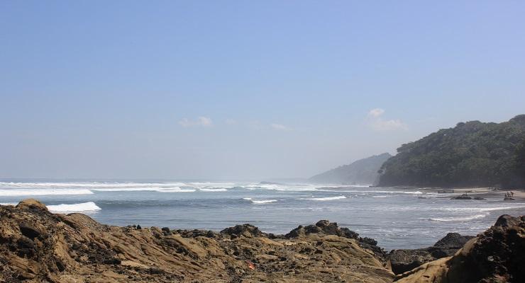 Pesona Keindahan Pantai Legenda Karang Nini Pangandaran