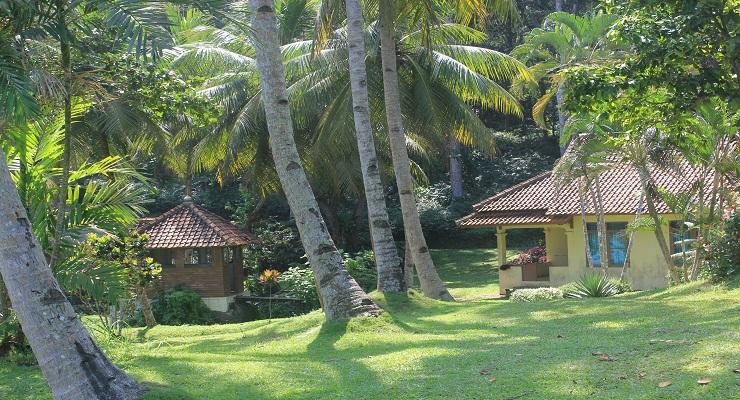 Tempat Penginapan di Pantai Karang Nini