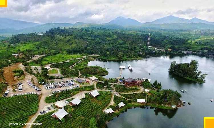 Kunjungan wisata glamping lakeside resort ciwidey